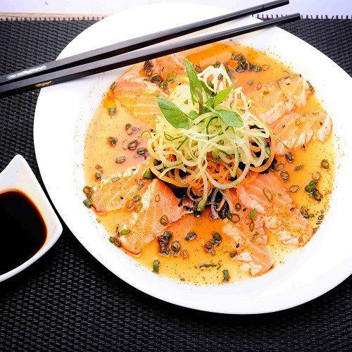 Tataki Salmon Salad