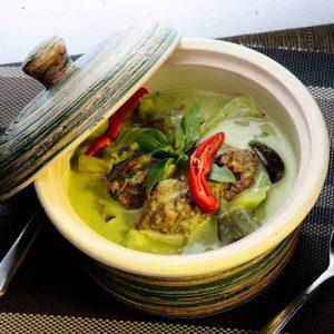 Kaeng Kiew Waan Koong Chicken
